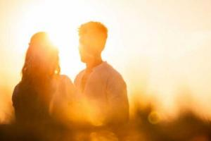 3 Ways to Attract & Cultivate Soulmate Love (a Renowned Therapist Shares Key Insights)